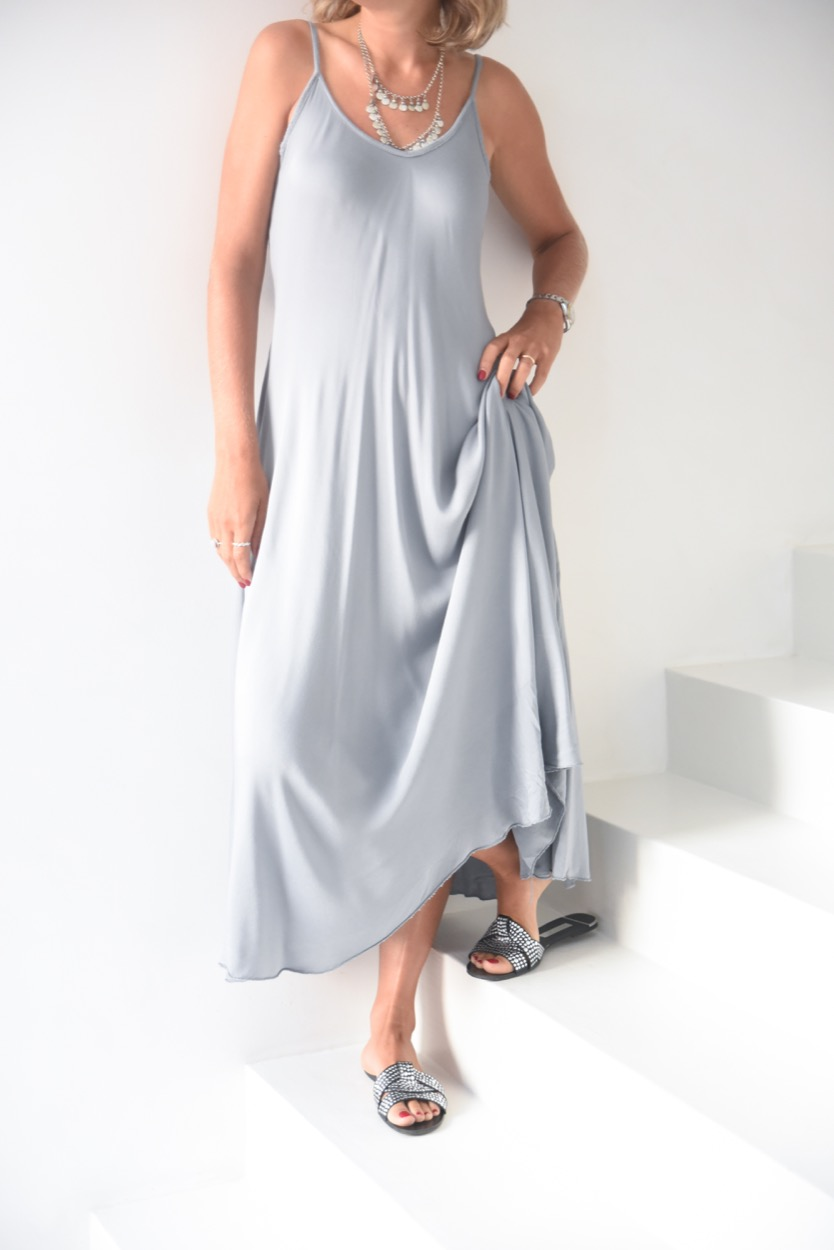 vestido alças cinza