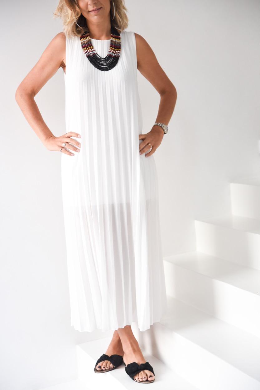 vestido branco plissado