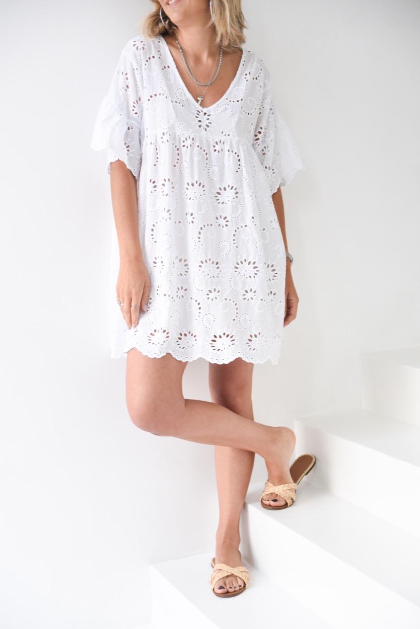 vestido branco bordado inglês