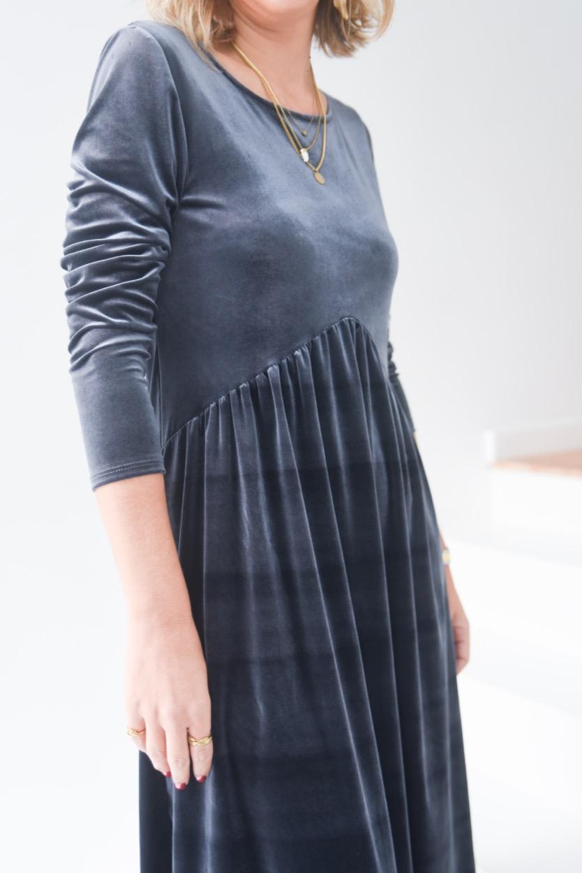 vestido veludo cinza