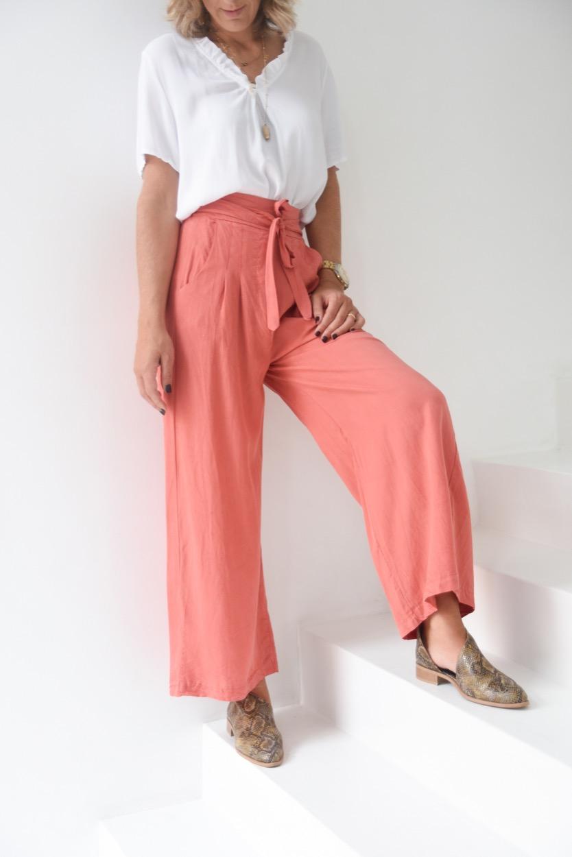 calças terracota cinto