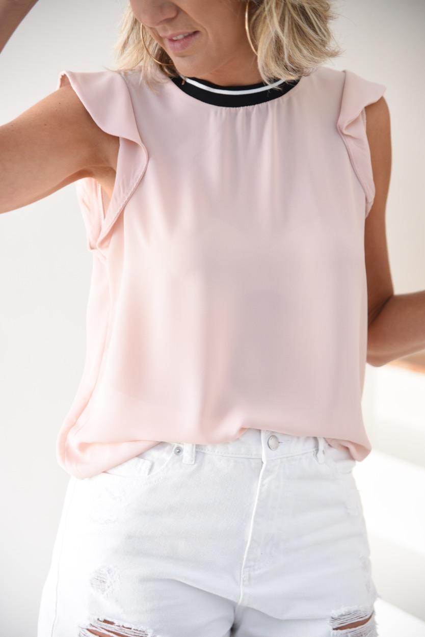 blusa rosa decote preto