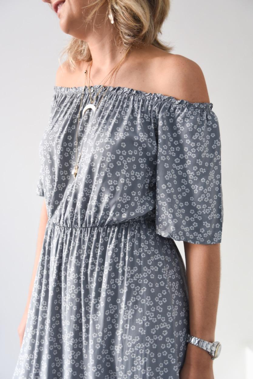 vestido cinza flores comprido