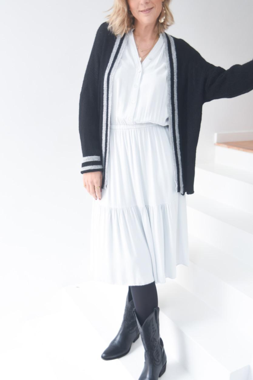 vestido cinza clarinho
