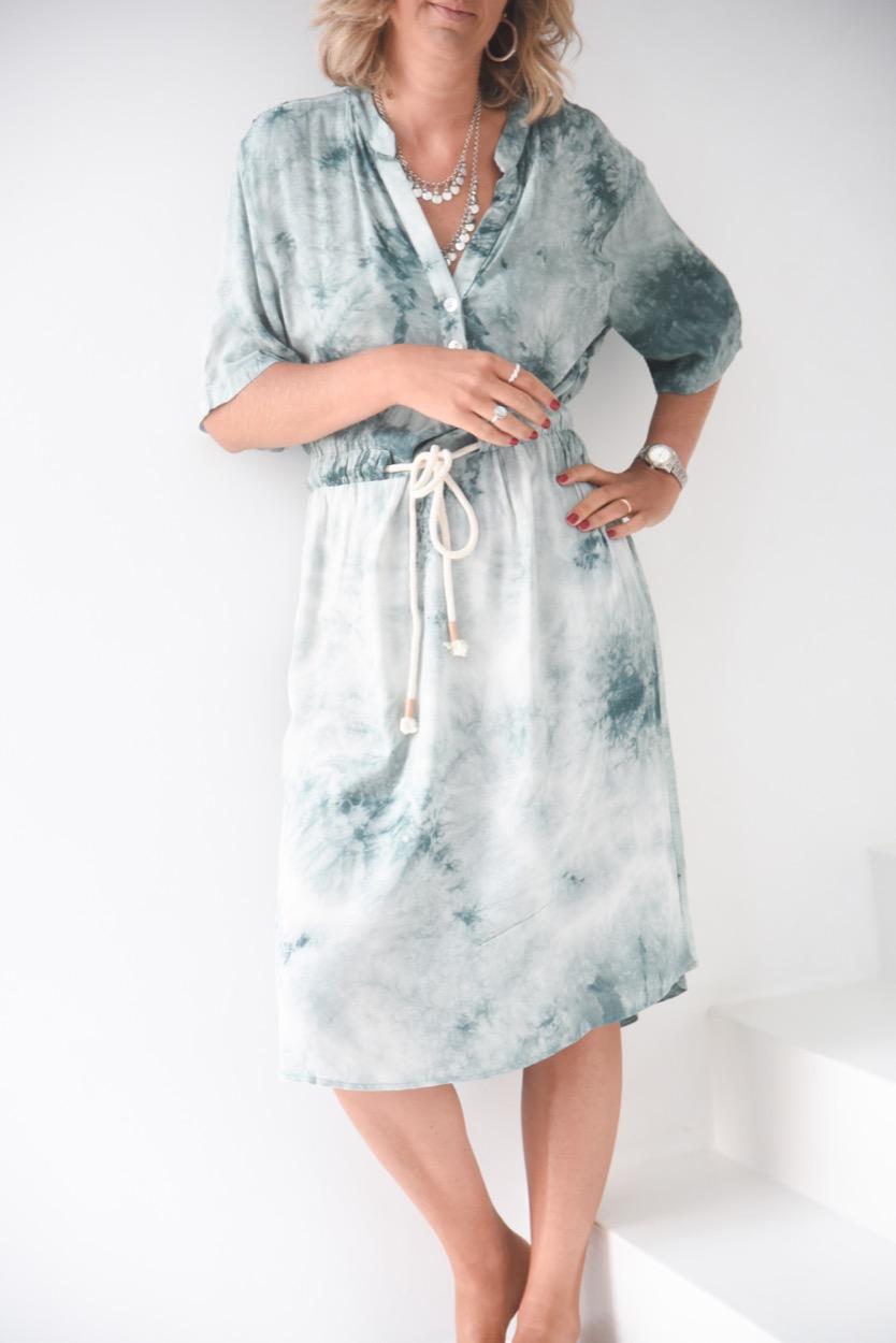 vestido manchado cordão