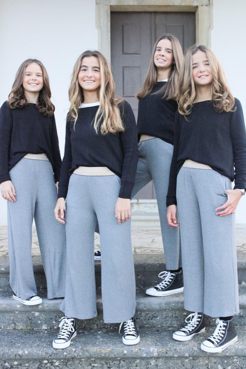 calças cinza elastico dourado