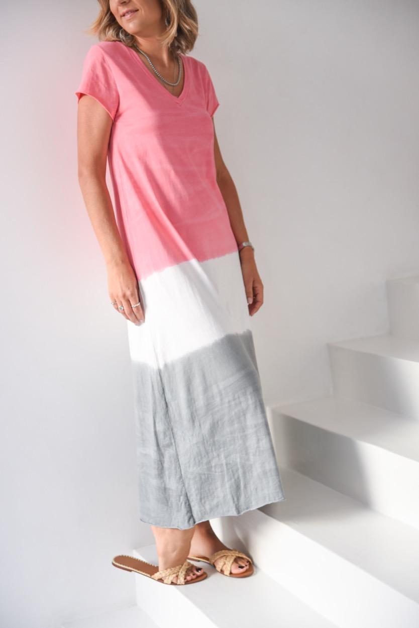 vestido tie die rosa cinza