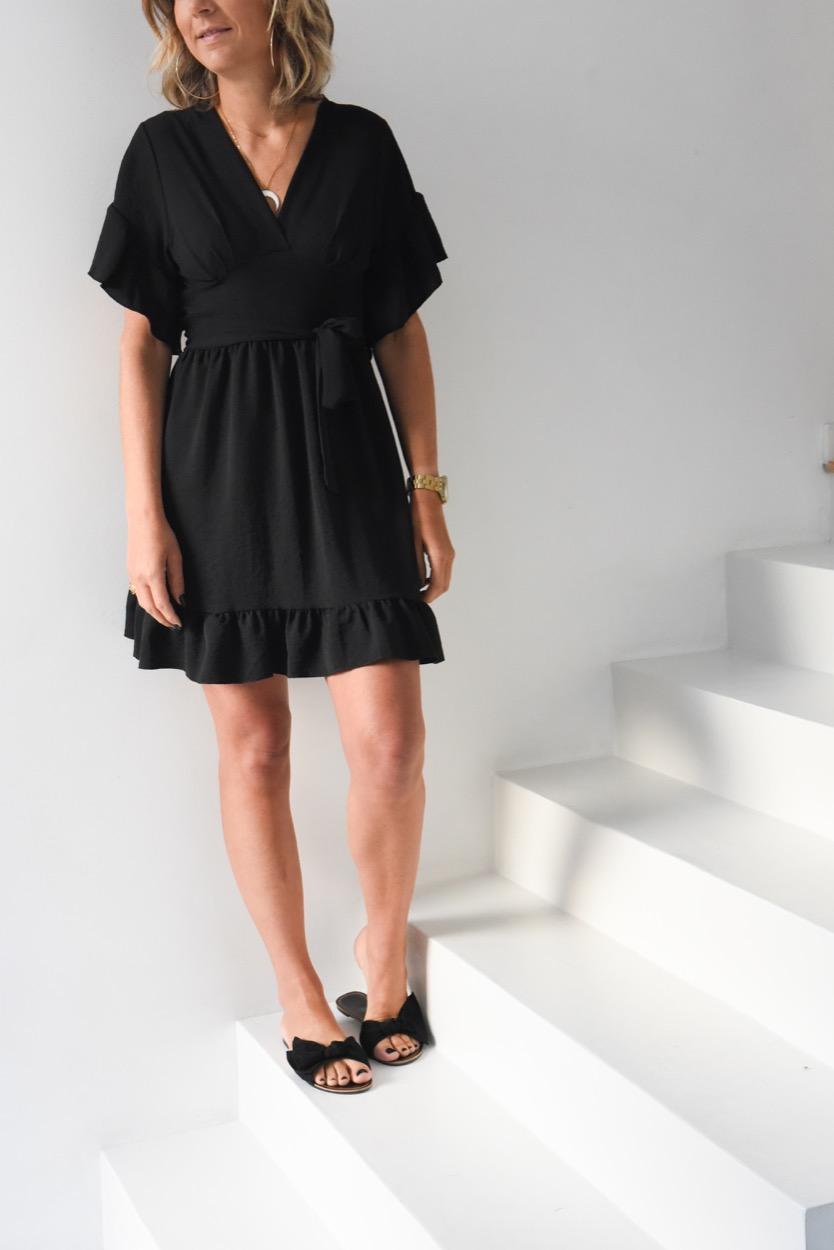vestido preto folho manga e baixo