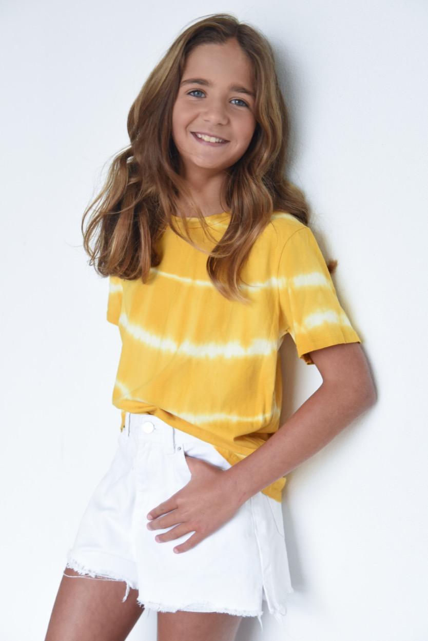 t-shirt amarela manchada