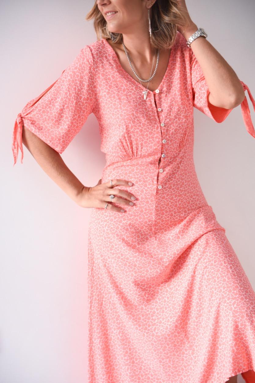 vestido coral laço manga