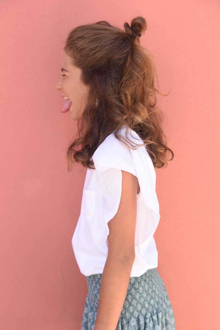 t-shirt branca bolso folho