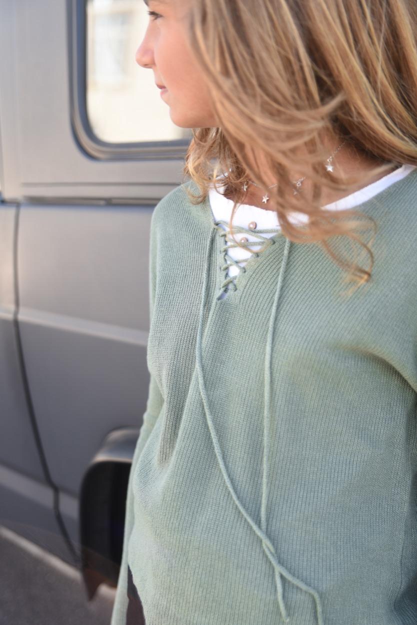 camisola atilhos decote