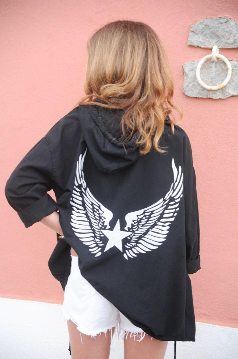 casaco preto asas