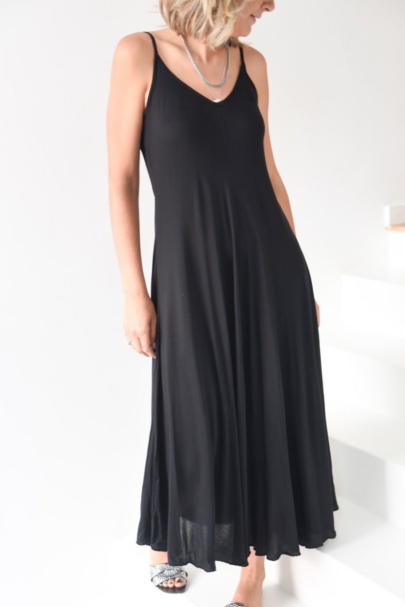 vestido preto alças