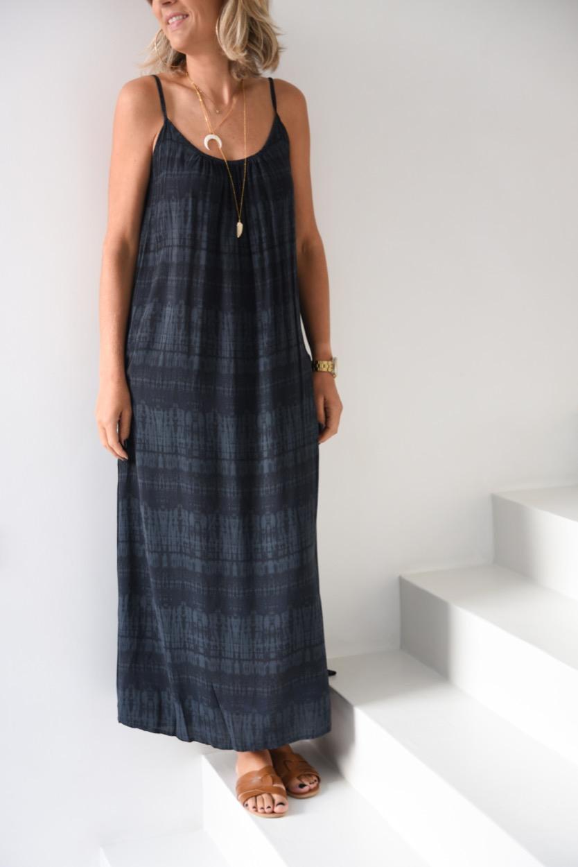 vestido preto alças manchado