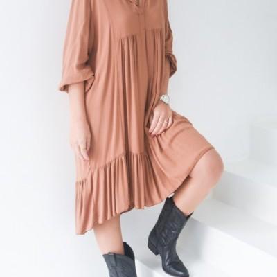 vestido liso bege castanho