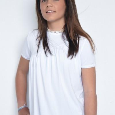 t-shirt branca corte vies