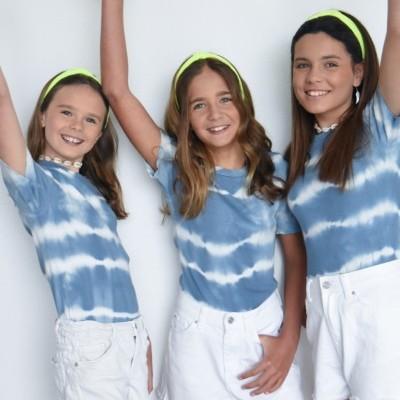 t-shirt azul manchada
