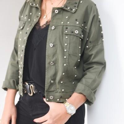 casaco verde tachas