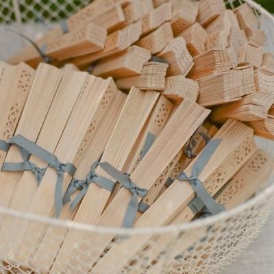 Leque de madeira