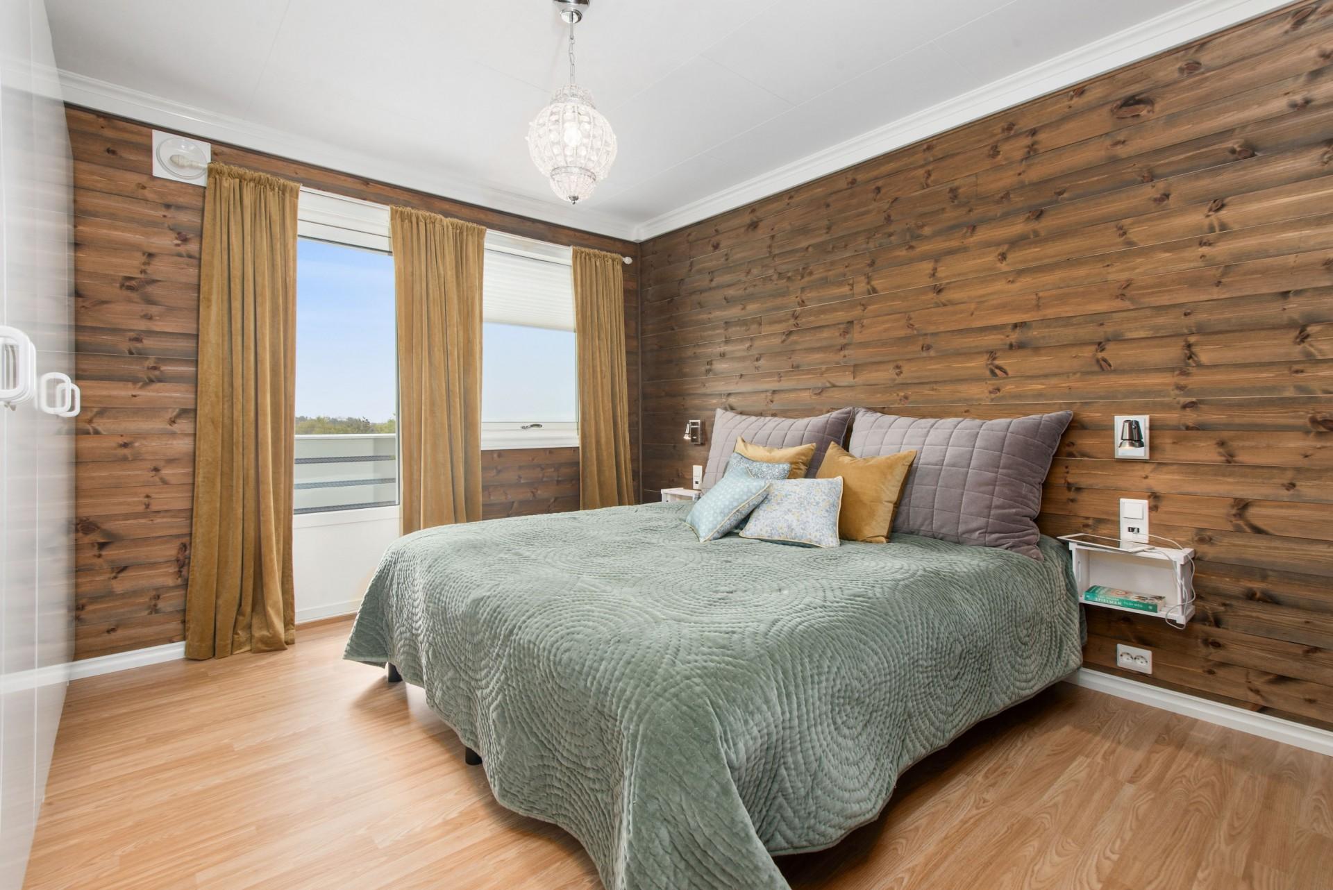 Wood/Brown Room