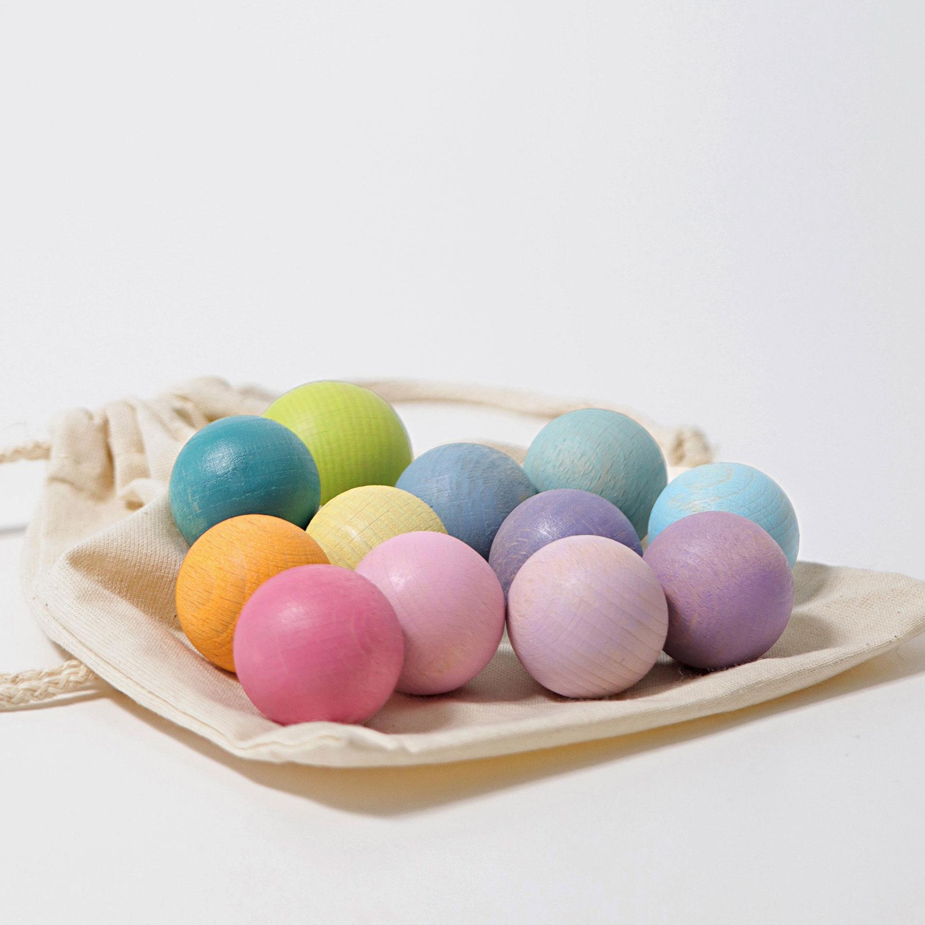 12 Bolas de Madeira Arco-Íris Pastel - Grimm's