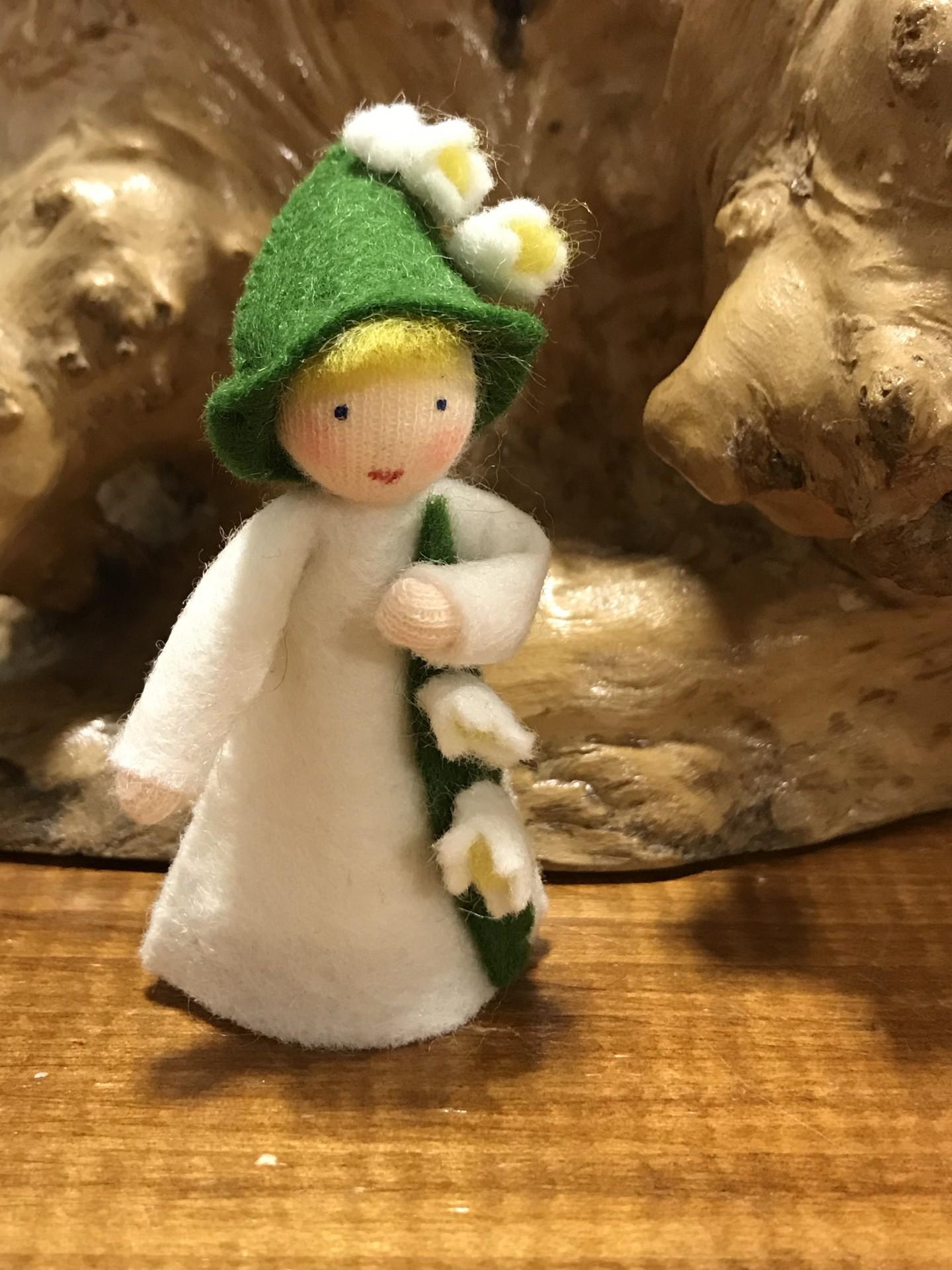 Boneca / Fada Lírio do Campo flor na mão - Ambrosius