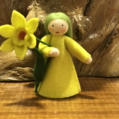 Boneca / Fada Narciso flor na mão - Ambrosius