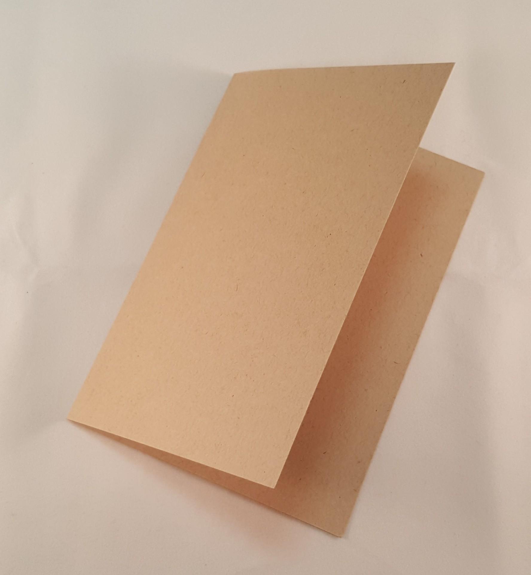 Cartão C6 colorido cor castanho claro