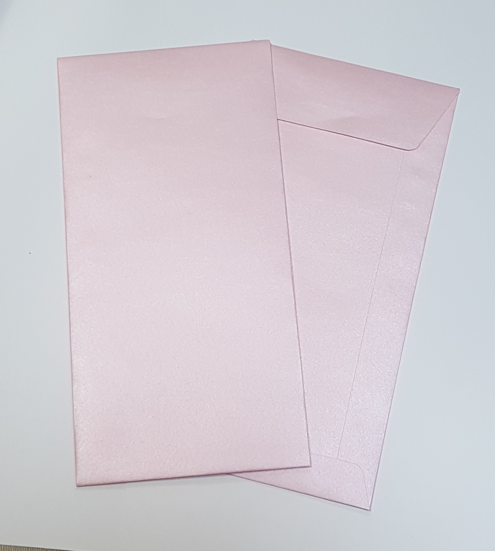 Envelopes DL metalizados cor rosa bébé