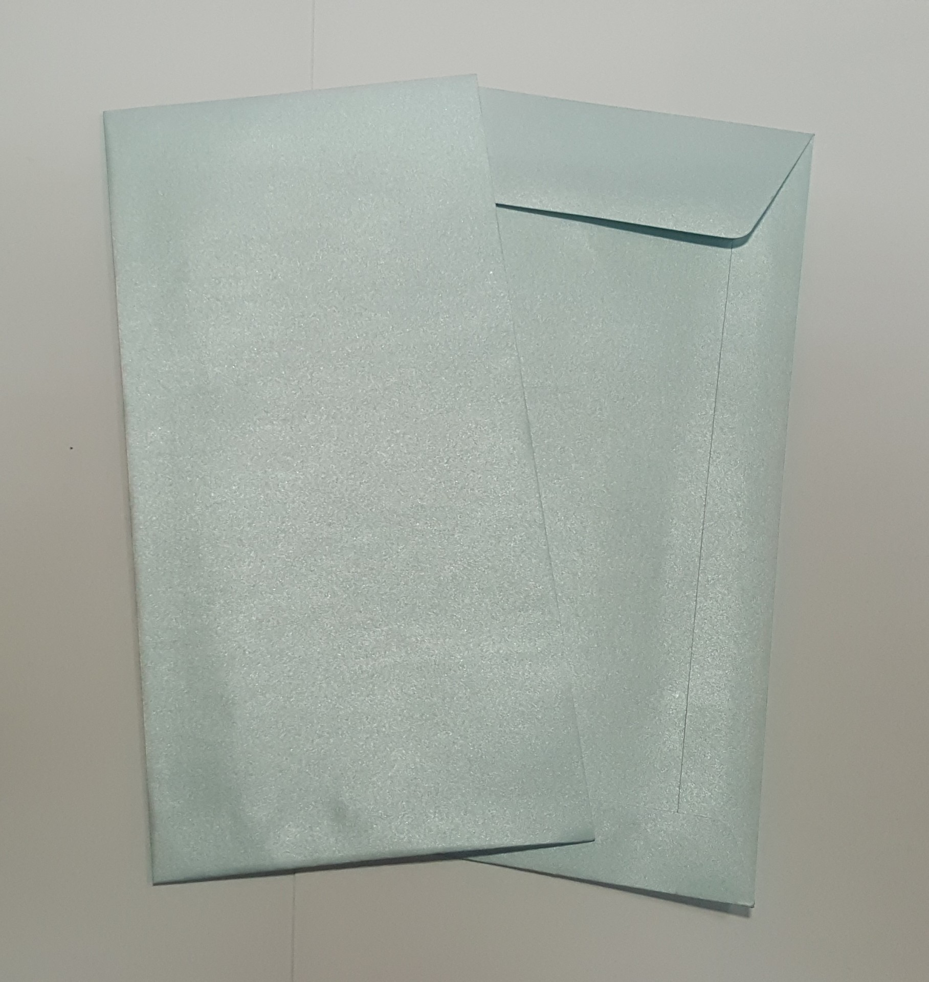 Envelopes DL metalizados cor azul bébé