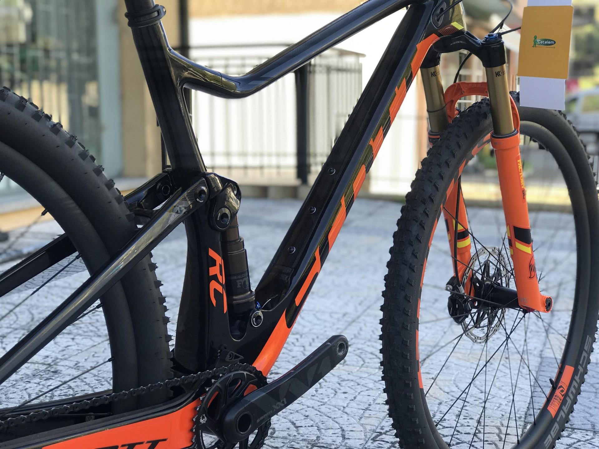 Bicicleta Scott Spark RC 900 SL - 17 (semi-nova)