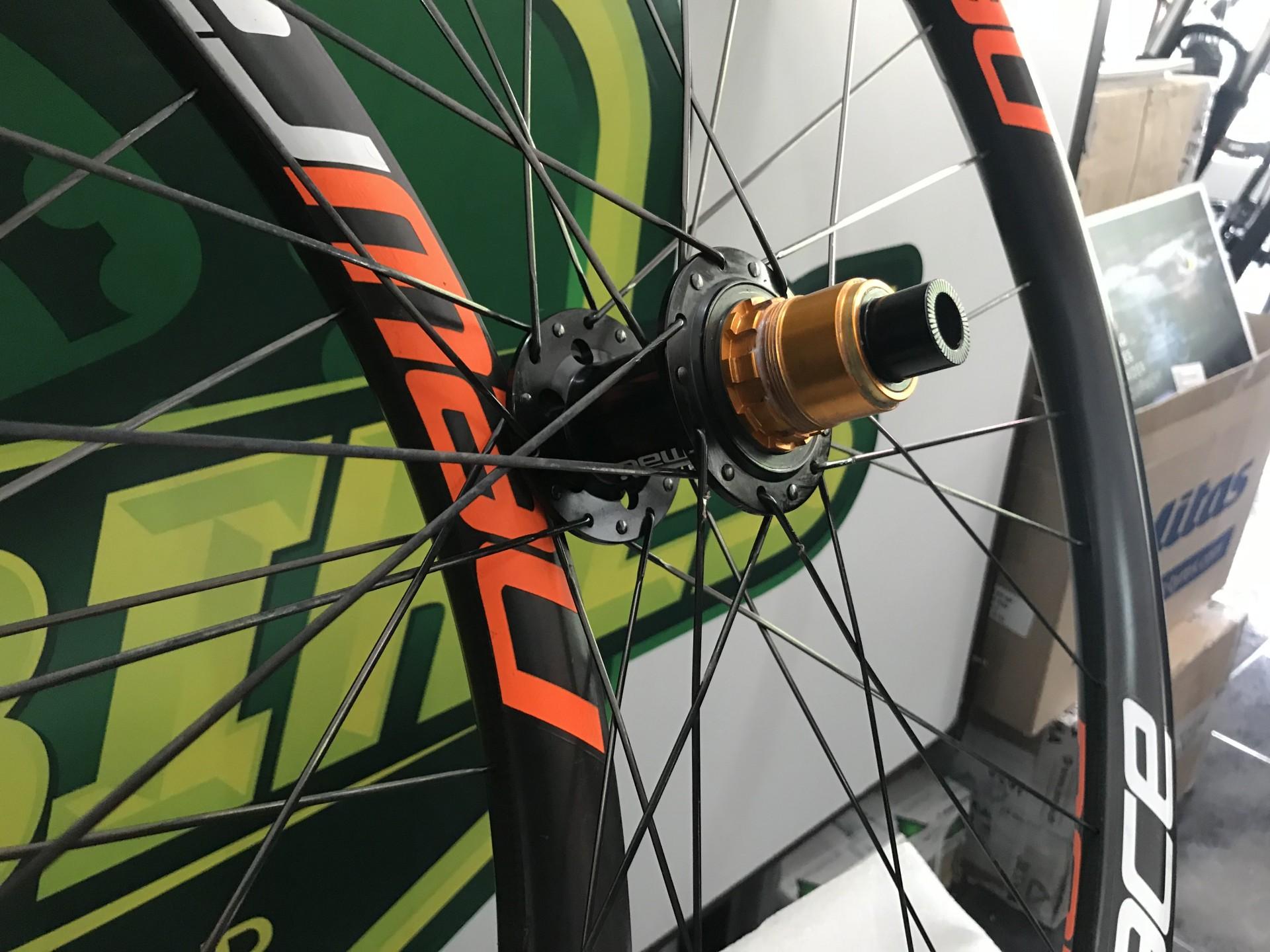 Par Rodas Enduro New Race 650 Carbon
