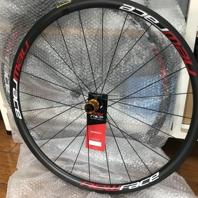 Rodas New Race Carbon 30 / pneu