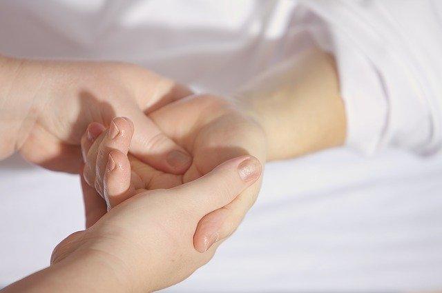 Massagem Localizada - Massagem às Mãos