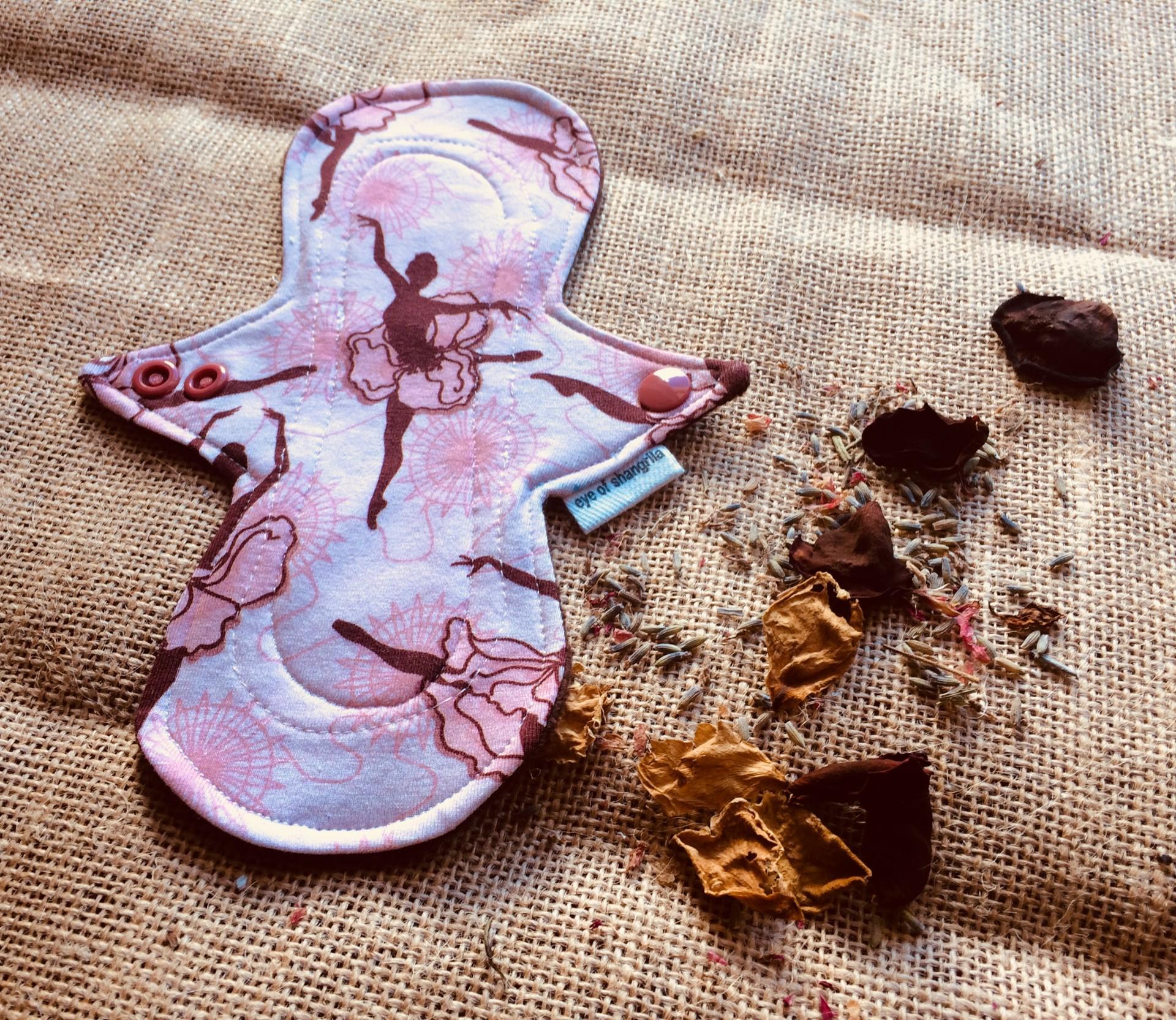Pensos higiénicos menstruais reutilizáveis/Cloth menstrual pad