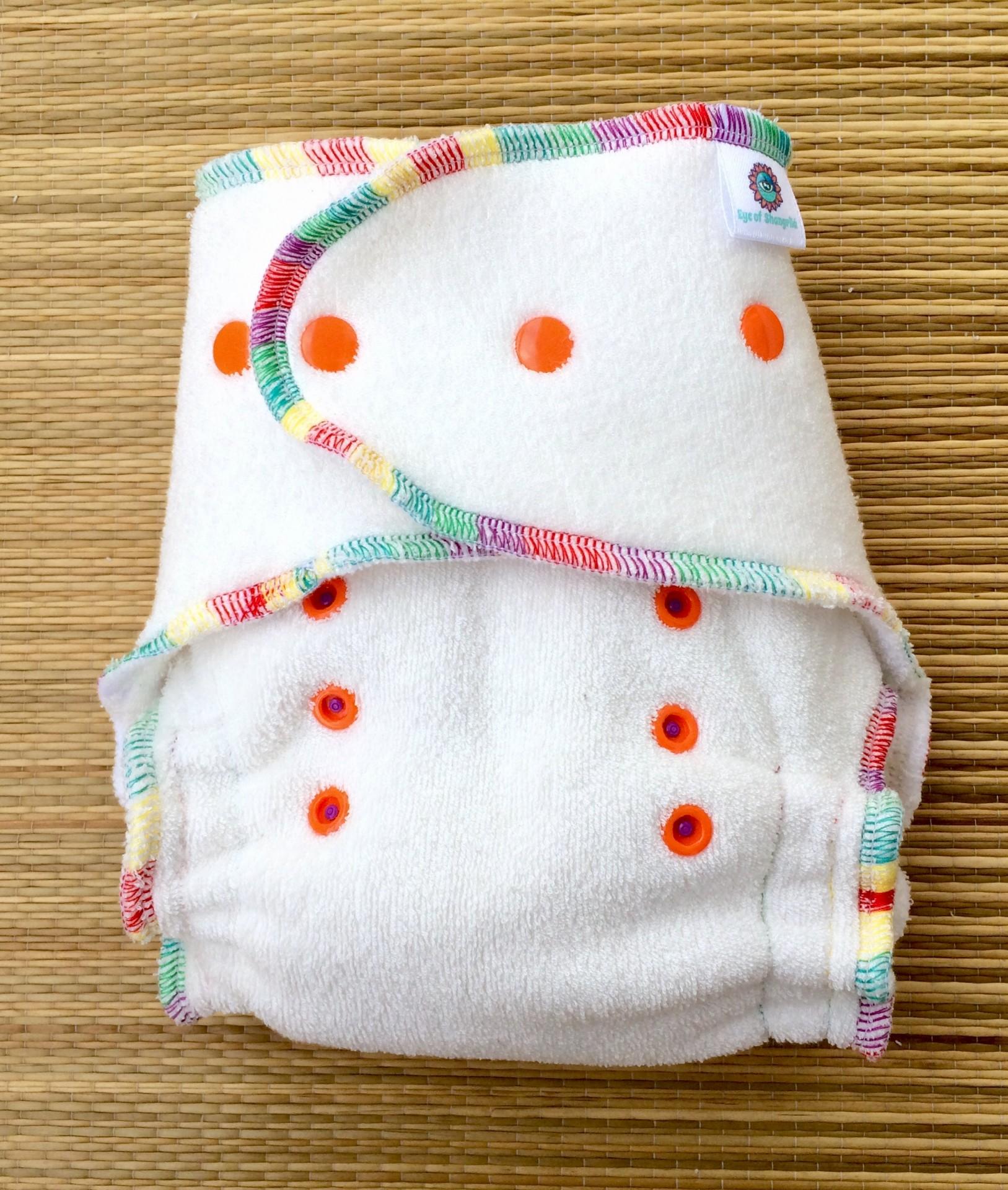 Fralda Ajustada Fluffy Rainbow/ Fluffy rainbow fitted diaper OS