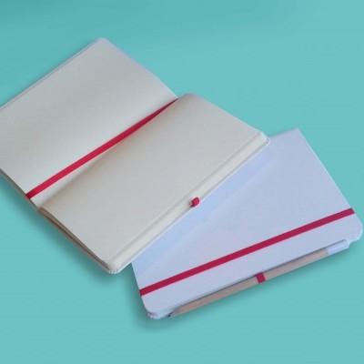 Caderno Branco com Fita Vermelha