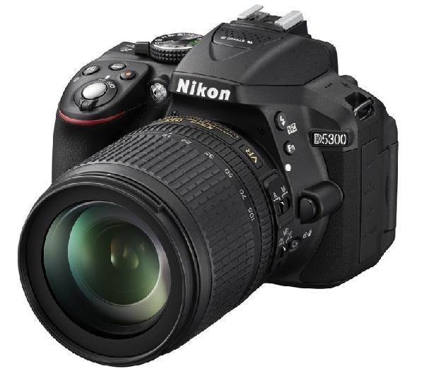 NIKON D5300 + objetiva AF-S DX VR II 18-105 mm