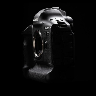 Canon EOS 1D X Mark III DSLR Body + CF64 + Reader