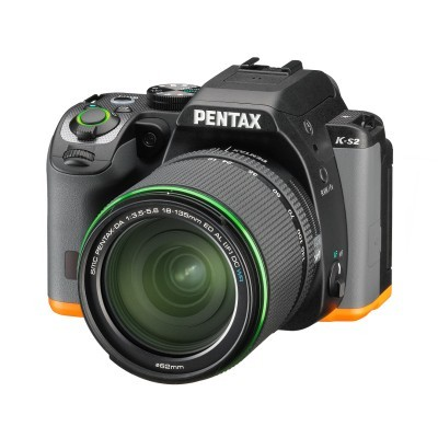Pentax K-S2 DSLR preto / laranja + 18-135mm WR Preto