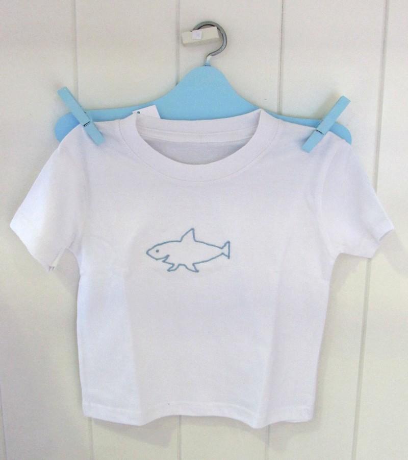 T-shirt tubarão