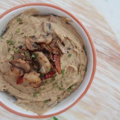 Hummus de Cogumelos e Amêndoa