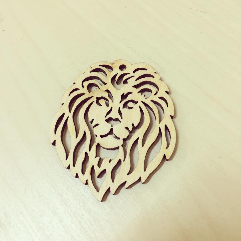 Leão em madeira