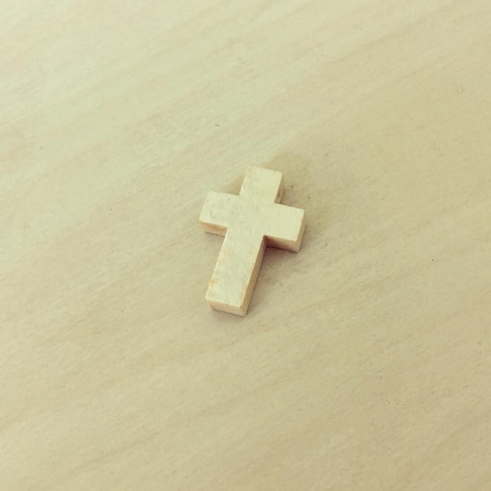 Cruz Madeira Básica Pequena