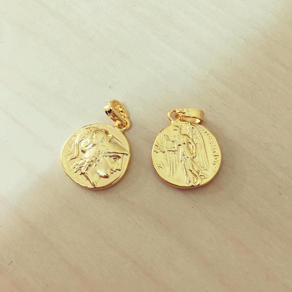 Moeda Dourada Pequena com Anjo