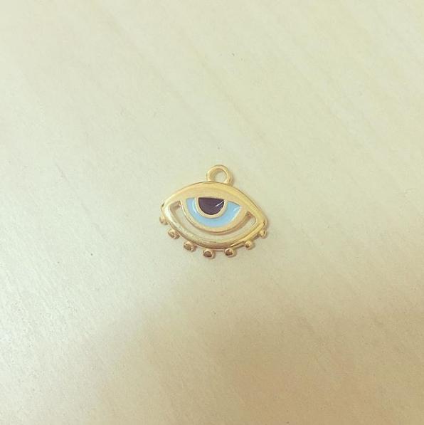 Olho Dourado Pestanas
