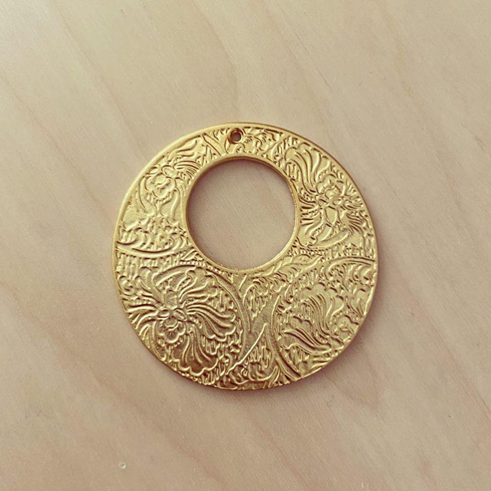Medalhão Dourado Trabalhado