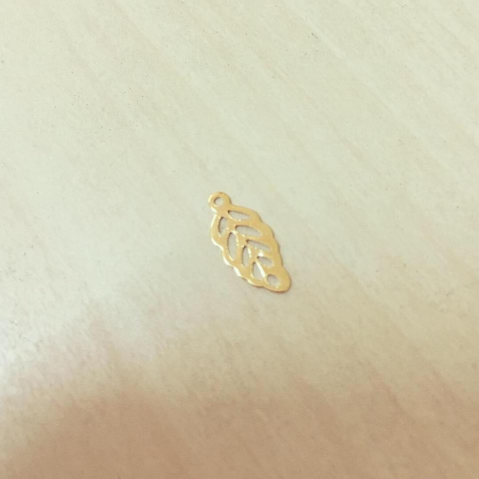 Folha Recortada Dourada