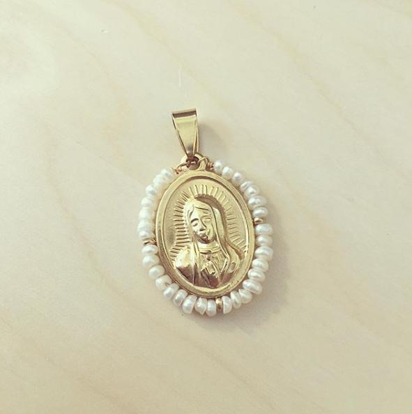 Nossa Senhora Dourada Rodeada a Pérolas